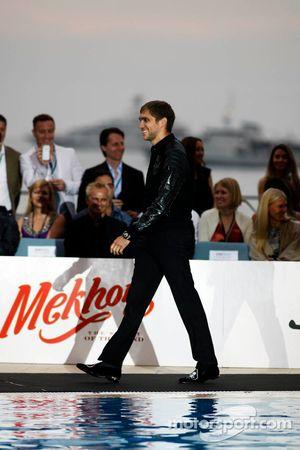 Vitaly Petrov, Caterham op de Amber Lounge Fashion Show