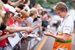 Nico Hulkenberg, Sahara Force India F1 signeert handtekeningen voor fans