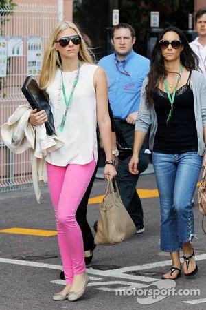 Charlotte, vriendin van Bruno Senna en zus van Bruno