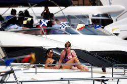 Vrouwen op een boat