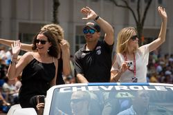 Indy 500 festival parade: Oriol Servia, Dreyer & Reinbold Racing Chevrolet
