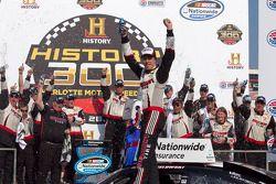 Victory lane: winnaar Brad Keselowski