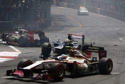 Pastor Maldonado, Williams avec un aileron avant endommagé au départ