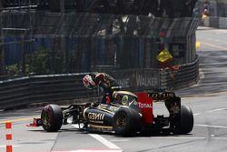 Romain Grosjean, Lotus F1, accidenté au départ de la course