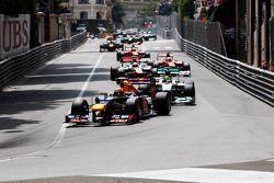 Mark Webber, Red Bull Racing devant au départ de la course