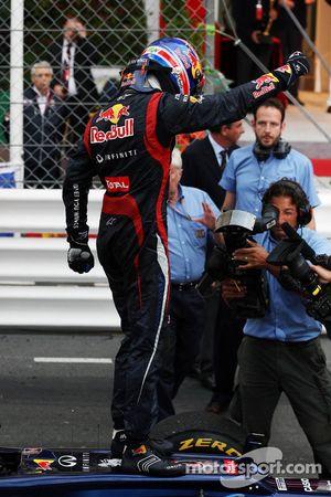 Race winnaar Mark Webber, Red Bull Racing in parc ferme