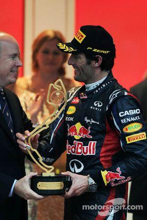 Race winnaar Mark Webber, Red Bull Racing op podium met Prins Albert van Monaco