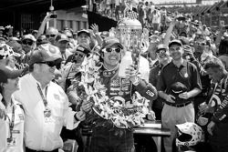 Victory circle: race winner Dario Franchitti, Target Chip Ganassi Racing Honda celebrates with Chip