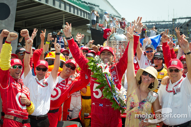 Victory circle: race winner Dario Franchitti, Target Chip Ganassi Racing Honda celebrates with wife Ashley