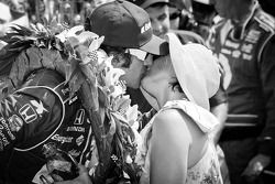 Victory circle: race winner Dario Franchitti, Target Chip Ganassi Racing Honda celebrates with wife