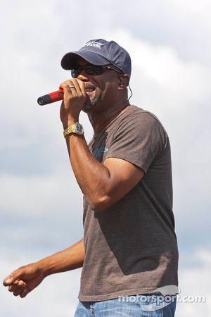 Darius Rucker performs