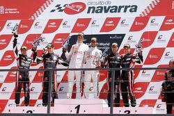 Podium: winnaars Frederic Makowiecki, Stef Dusseldorp, 2de Markus Winkelhock, Marc Basseng, 3de Thom