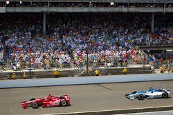Dario Franchitti, Target Chip Ganassi Racing Honda führt vor Takuma Sato, Rahal Letterman Lanigan Ho