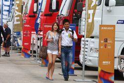 Charles Ng, BMW 320 TC, Liqui Moly Team Engstler en vriendin