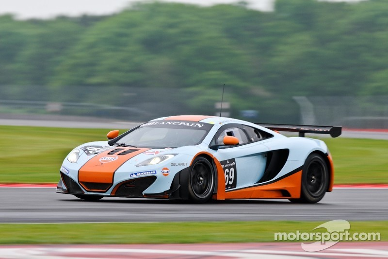 69 Gulf Racing UK McLaren MP4-12C GT3: Roald Goethe, Jamie Campbell ...