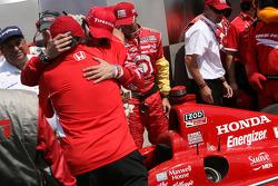 Victory Lane : le vainqueur Dario Franchitti, Target Chip Ganassi Racing Honda