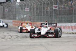 Ryan Briscoe, de Team Penske Chevrolet y Helio Castroneves, de Team Penske Chevrolet