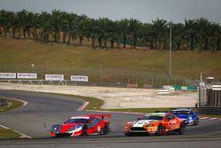 #8 Autobacs Racing Team Aguri Honda HSV-010 GT: Ralph Firman, Takashi Kobayashi en #66 A Speed Aston