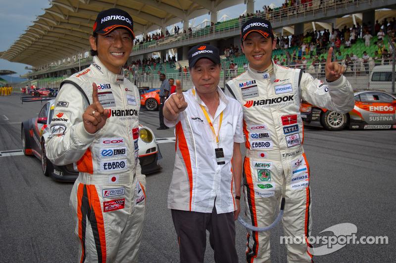 GT300 winnaars Masami Kageyama en Tomonobu Fujii