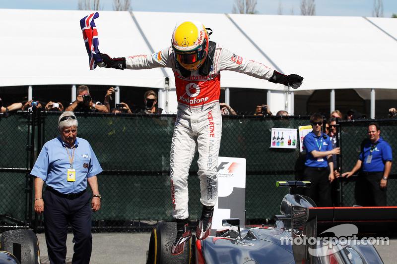 Yarış galibi Lewis Hamilton, McLaren Mercedes kutlama yapıyor kapalı park