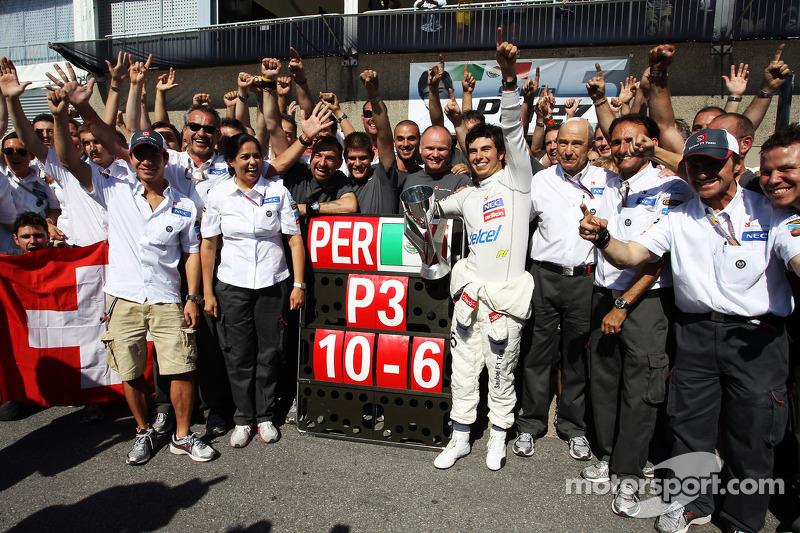 Sergio Pérez, Sauber F1 Team celebra su tercera posición con el equipo