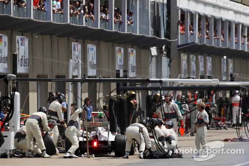 Kamui Kobayashi, Sauber F1 Team maakt pitstop