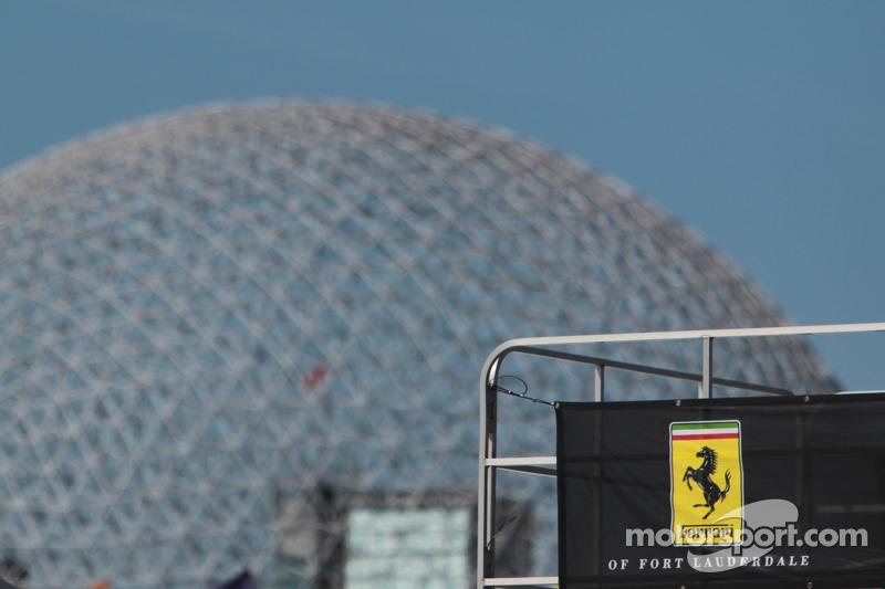 Expo 67 Amerikaans paviljoen met Ferrari logo