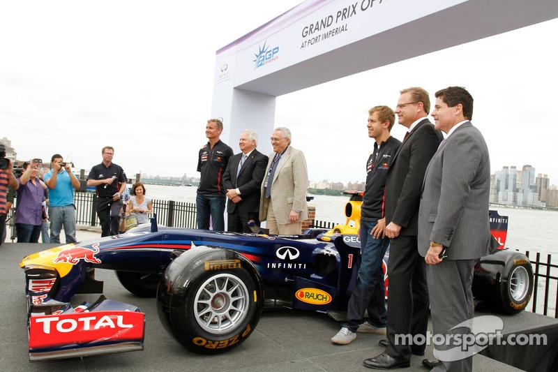 Дэвид Култард и Себастьян Феттель. Себастьян Феттель посетил арену Гран При США, Особое мероприятие.