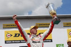 Round 10 Race Winnaar Matt Neal