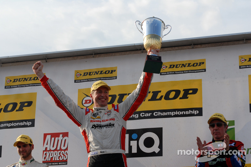 Round 12 Race winnaar Matt Neal