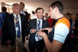 Oak Racing teammanager Sébastien Philippe met ACO President Pierre Fillon