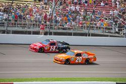 Tony Stewart, Stewart-Haas Racing Chevrolet en Joey Logano, Joe Gibbs Racing Toyota
