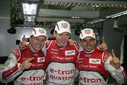 Polepositie Marcel Fässler, Andre Lotterer en Benoit Tréluyer celebrate