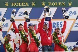 Podium LMGTE Pro : les vainqueurs de leur catégorie Giancarlo Fisichella, Gianmaria Bruni et Toni Vilander