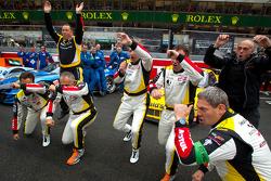 Pedro Lamy, Patrick Bornhauser, Christophe Bourret en Pascal Gibon met pre-race dansje