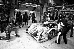 Parada en boxes del #1 Audi Sport Team Joest Audi R18 E-Tron Quattro: Marcel Fässler, Andre Lotterer