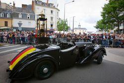 De trofee voor de winnaars van de 24 Uren van Le Mans