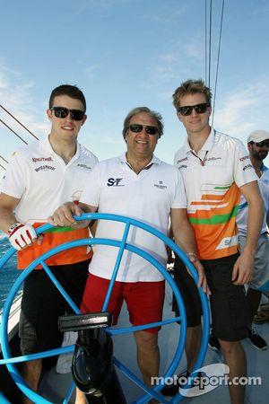 Paul di Resta, de Sahara Force India F1 con Bob Fernley, Director Adjunto del Sahara Force India F1
