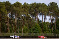 #59 Luxury Racing Ferrari F458 Italia: Frederic Makowiecki, Jaime Melo, Dominik Farnbacher, #7 Toyota Racing Toyota TS 030 - Hybrid: Alexander Wurz, Nicolas Lapierre, Kazuki Nakajima