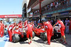 Felipe Massa, Scuderia Ferrari and team mate Fernando Alonso, Scuderia Ferrari in the pits