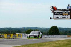 Нельсон Пике-мл. выигрывает гонку