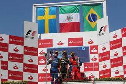Podio: carrera ganador Esteban Gutiérrez, segundo lugar a Marcus Ericsson, tercer lugar Luiz Razia