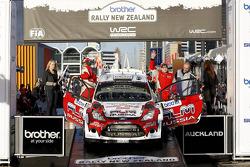 Podium: Evgeney Novikov en Denis Giraudet, Ford Fiesta RS WRC