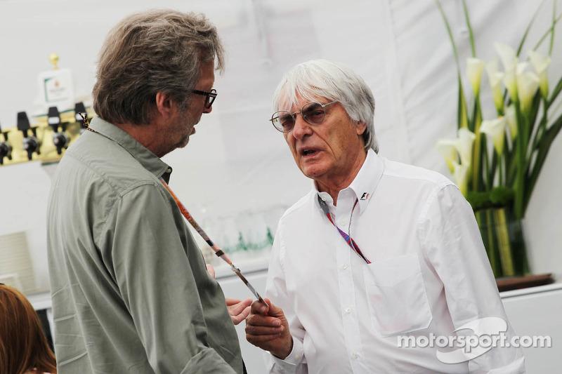 Eric Clapton, rocklegende met Bernie Ecclestone, CEO Formula One Group