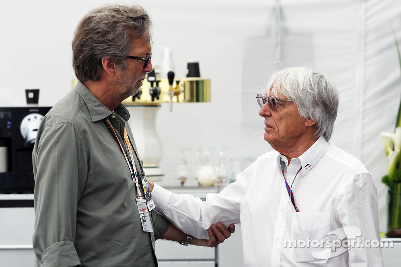 Eric Clapton, rocklegende met Bernie Ecclestone, CEO Formula One Group