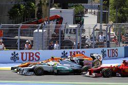Paul di Resta, de Sahara Force India; Nico Hulkenberg, de Sahara Force India F1; Nico Rosberg, de Mercedes AMG F1 y Fernando Alonso, de Ferrari al inicio de la carrera