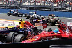 Mark Webber, Red Bull Racing and Fernando Alonso, Ferrari battle for position