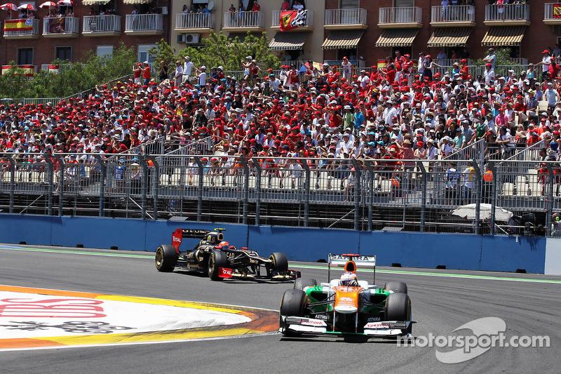 Paul di Resta, de Sahara Force India aventaja a Romain Grosjean, de Lotus F1
