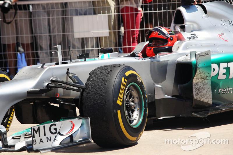 Michael Schumacher, Mercedes AMG F1 kutlama yapıyor his 3. position kapalı park