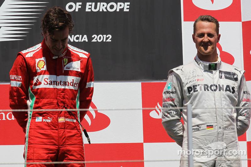 Стабильность, удача и верные тактические ходы команды позволили Алонсо еще в первой половине года стать лидером сезона. На первую строчку он вышел на своем почти домашнем Гран При в Валенсии, где одержал неожиданную победу. Она так его растрогала, что сначала Фернандо прослезился еще в машине после финиша, а потом и на подиуме